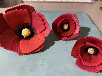 【夢は夜ひらくシリーズ】赤く咲くのは芥子の花ブローチ